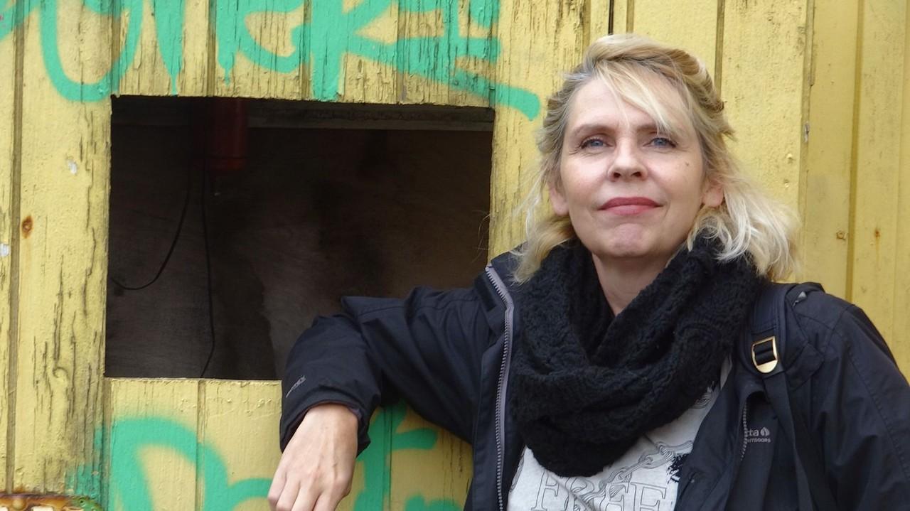 Birgitta Jonsdottir kreeg een hekel aan Julian Assange, maar komt toch voor hem op